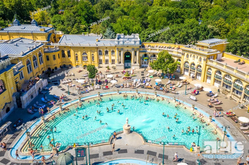 Imagen: The popular Szechenyi Baths, Budapest, Hungary.