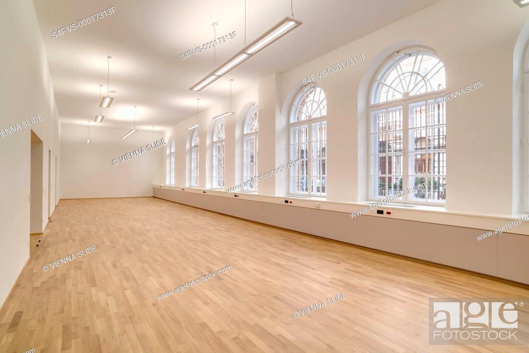 Stock Photo: Leeres Bürogebäude.