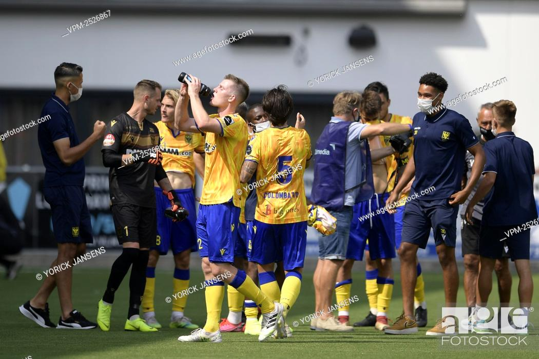 Imagen: STVV's players pictured after the Jupiler Pro League match between STVV and KAA Gent, in Sint-Truiden, Sunday 09 August 2020.