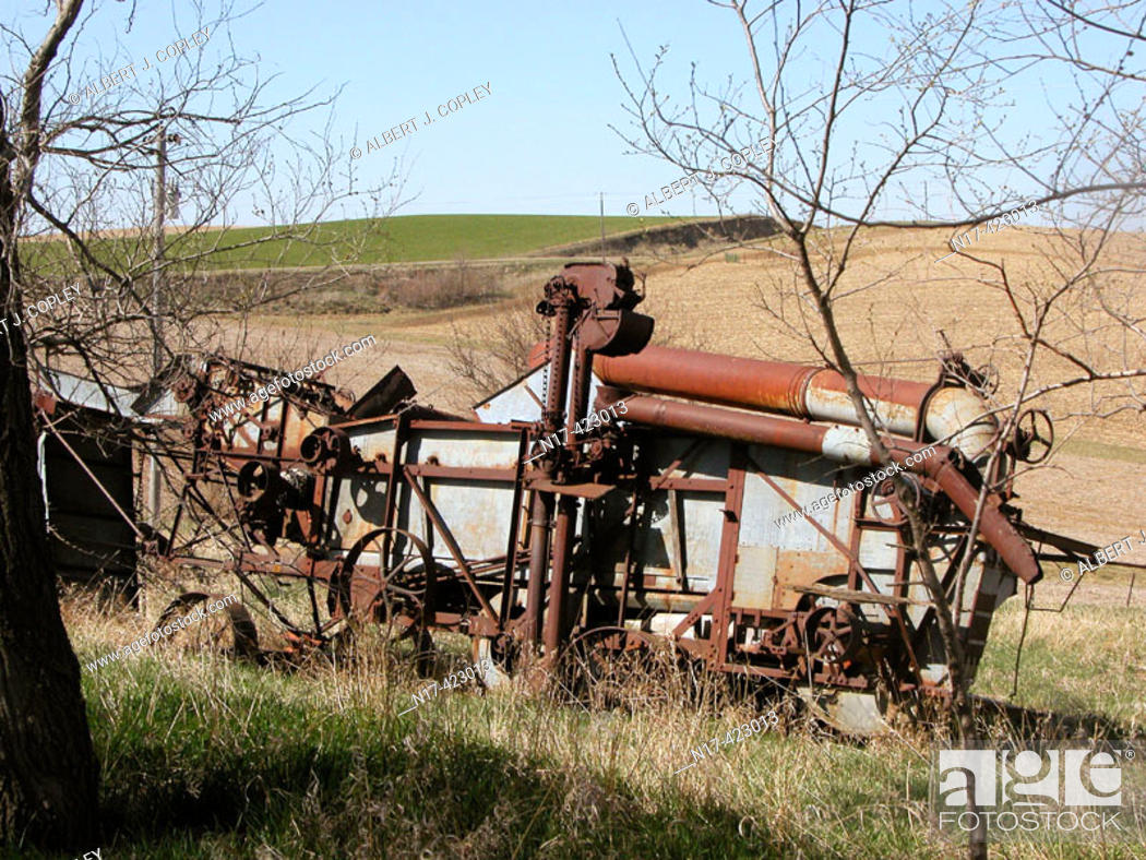 Stock Photo: Antique, abandoned wheat combine machine, central United States.