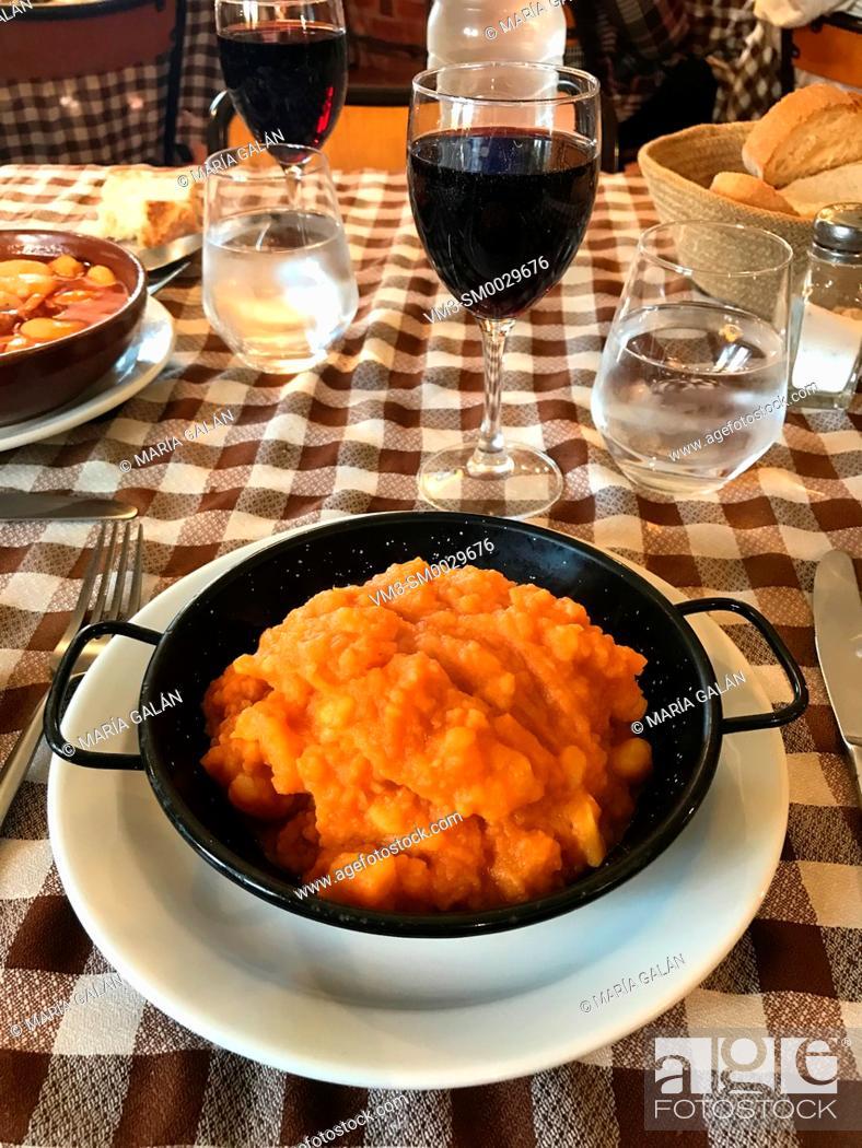 Imagen: Patatas revolconas. Castilla Leon, Spain.