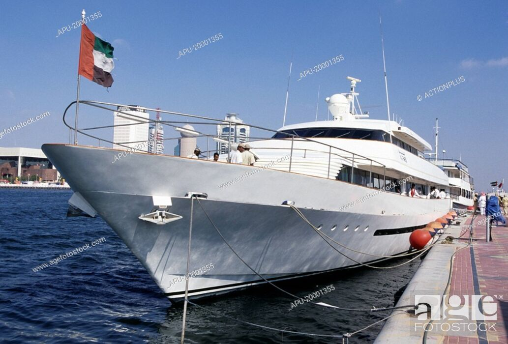 Imagen: Large ocean yacht anchored by dockside.