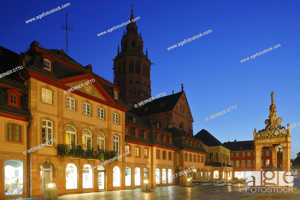 Stock Photo: Mainz, D-Mainz, Rhine, Rhine-Main district, Rhineland, Rhineland-Palatinate, night shot, blue hour, business houses and residential houses at the market place.