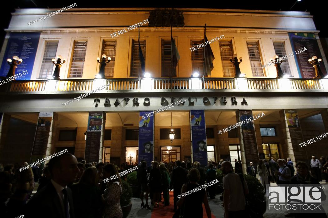 Stock Photo: Opera theatre of Rome, public at the Premiere of perforamance Waiting for the Sibyl.