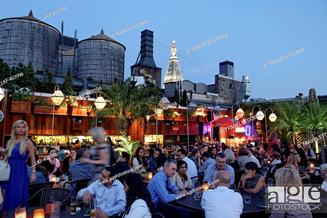 Stock Photo: Rooftop Bar 230 Fith Avenue, Manhattan, New York City, New York, USA.