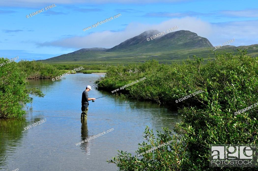 Imagen: fisherman in a river, tundra valley in the Torngat Mountains National Park, Newfoundland and Labrador, Canada, North America.