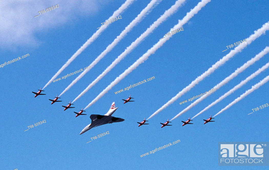 Stock Photo: Concorde and Red Arrows RAF display team, Concorde final flight over Scotland, Glasgow, 2003.