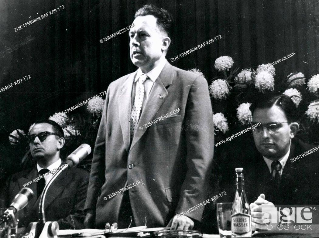 Imagen: Aug. 08, 1958 - Dean from the university Jena from Secretary of State Dr. Girnus opening press conference: Ten days before the beginning of the.