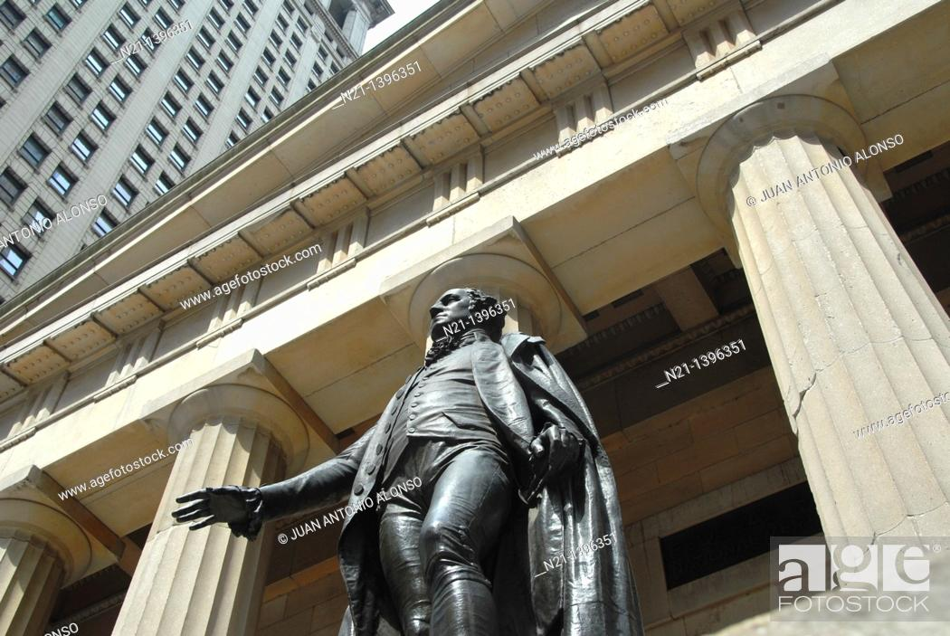 Stock Photo: Statue of George Washington in front of the Federal Hall National Memorial. Wall Street. Financial District. Downtown Manhattan. New York, New York.