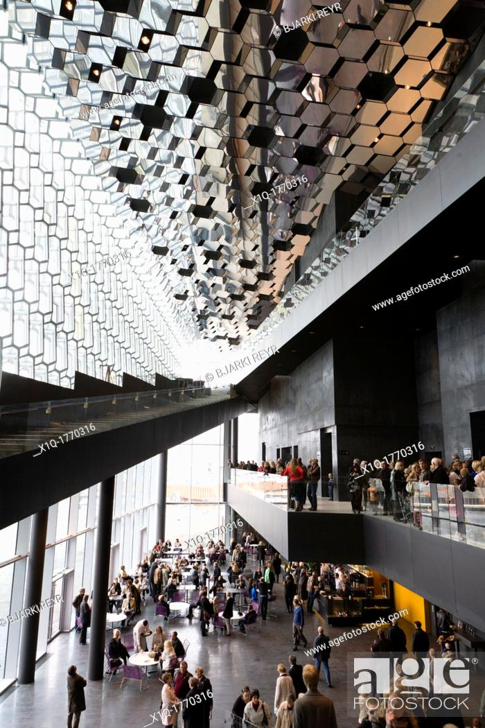 Imagen: The opening of Harpa Concert Hall and Conference Centre, Reykjavik Iceland.