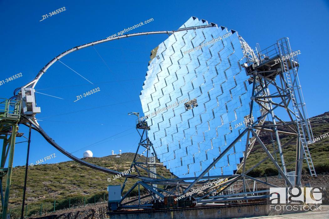 Imagen: famous telescopes at the caldera of Taburiente volcano on La Palma, Spain. So called Roque de los Muchachos.