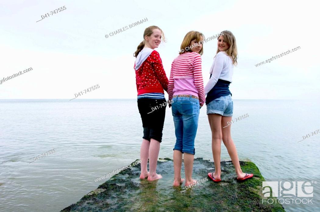 Stock Photo: Europe, UK, sussex, brighton girls seaside.