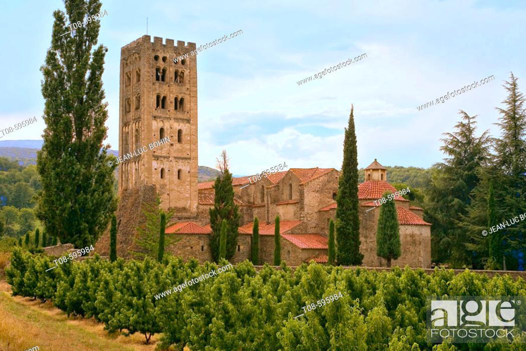 Imagen: Benedictine abbey of Saint-Michel de Cuxa. Prades. Pyrenees-Orientales, Languedoc Roussillon. France.