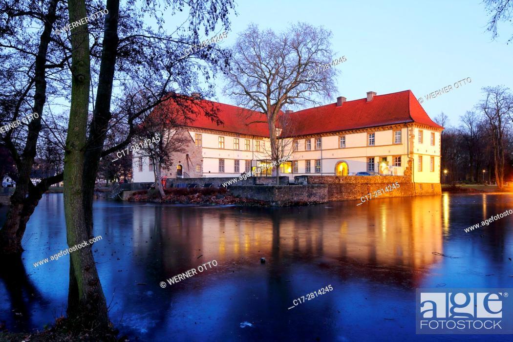 Stock Photo: Germany, Herne, Ruhr area, Westphalia, North Rhine-Westphalia, NRW, Herne-Baukau, Castle Struenkede, moated castle, renaissance castle, Emscher Valley Museum.