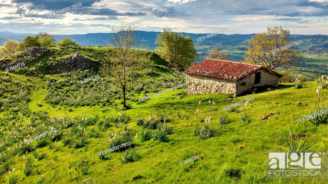 Stock Photo: Cabin in Sierra de Peñamayor, Nava, Asturias, Spain.