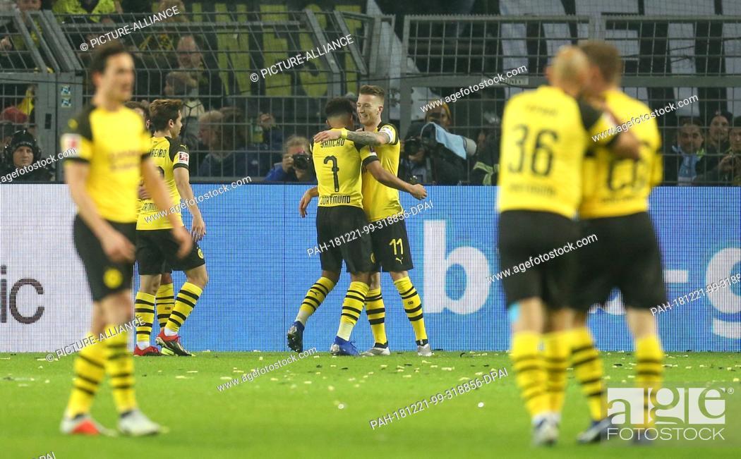 Stock Photo: 21 December 2018, North Rhine-Westphalia, Dortmund: Soccer: Bundesliga, Borussia Dortmund - Borussia Mönchengladbach, 17th matchday at Signal Iduna Park.