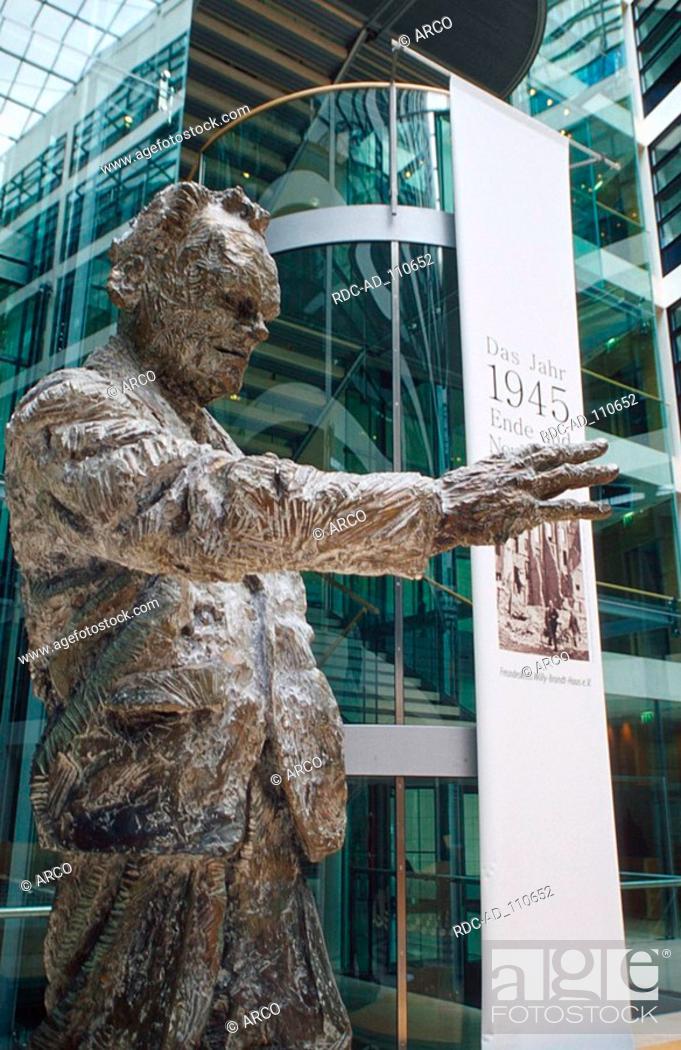 Stock Photo: Willy Brandt sculpture by R Fetting Willy Brandt House SPD head office Berlin-Kreuzberg Germany architect Helge Bofinger.