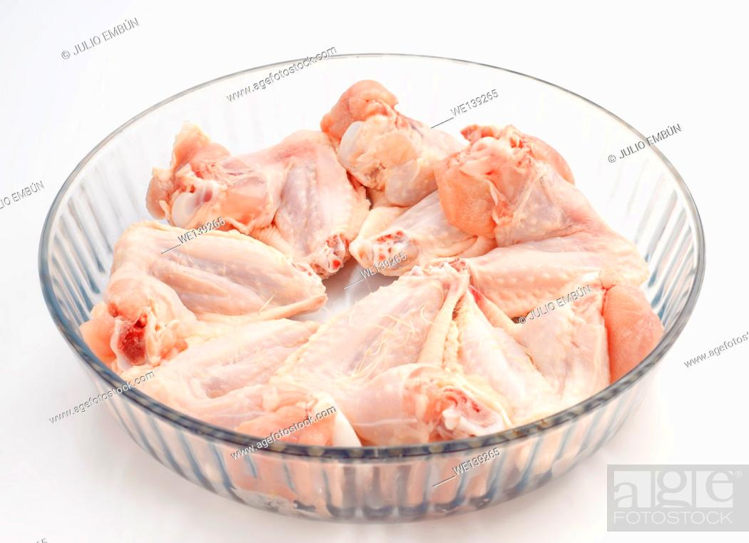 Photo de stock: raw chicken wings.