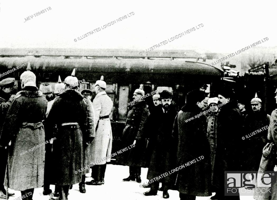 WW1 - Russian delegates received by delegates of the central powers