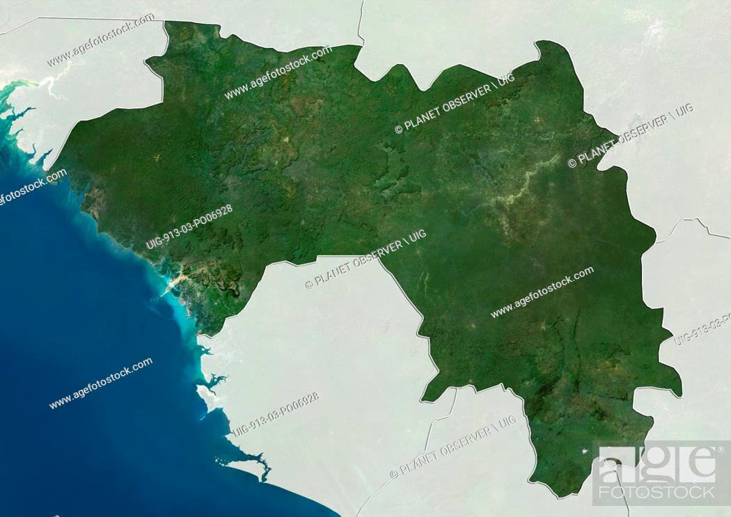 Imagen: Satellite view of Guinea (with country boundaries and mask). This image was compiled from data acquired by Landsat satellites.