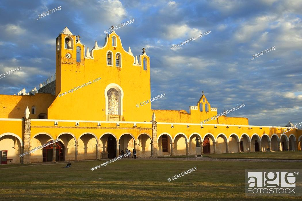 Stock Photo: View to the Monastery and Convent Of San Antonio De Padua at the historic center, Izamal, Yucatan Province, Mexico, Central America.