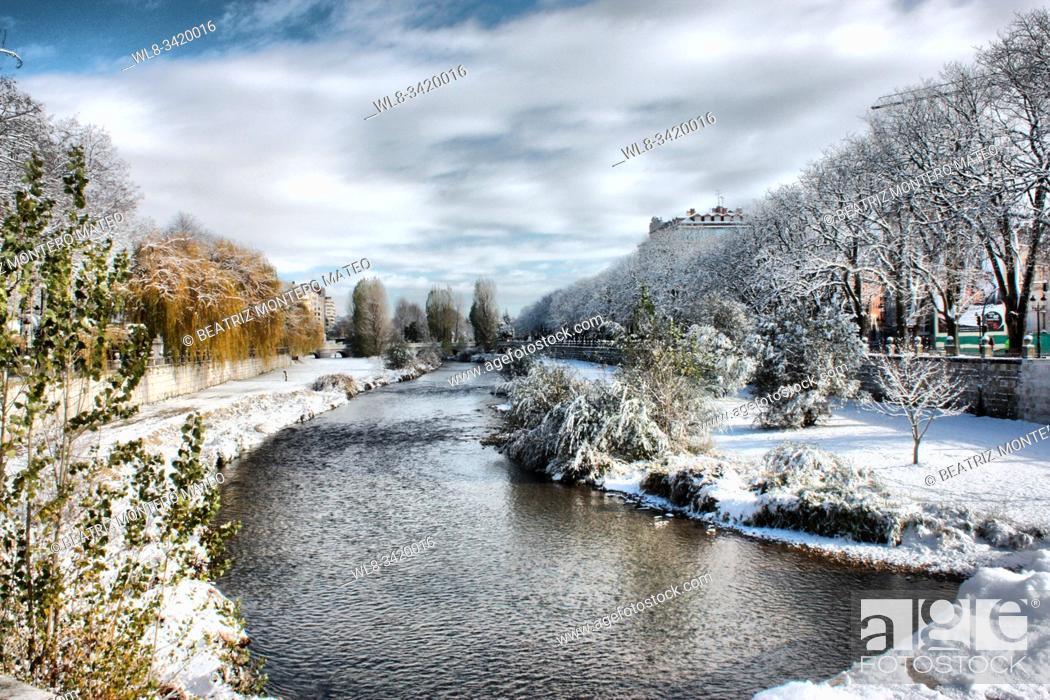 Stock Photo: Arlanzón river of Burgos snowy (Spain).