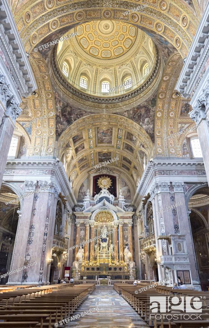Imagen: Interior of the church of Gesù Nuovo, Naples, Italy.
