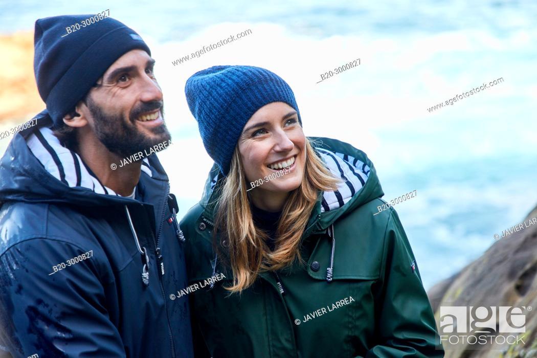 Imagen: Couple at the coast of Santa Clara Island, Donostia, San Sebastian, Gipuzkoa, Basque Country, Spain, Europe, Raincoat, Winter.