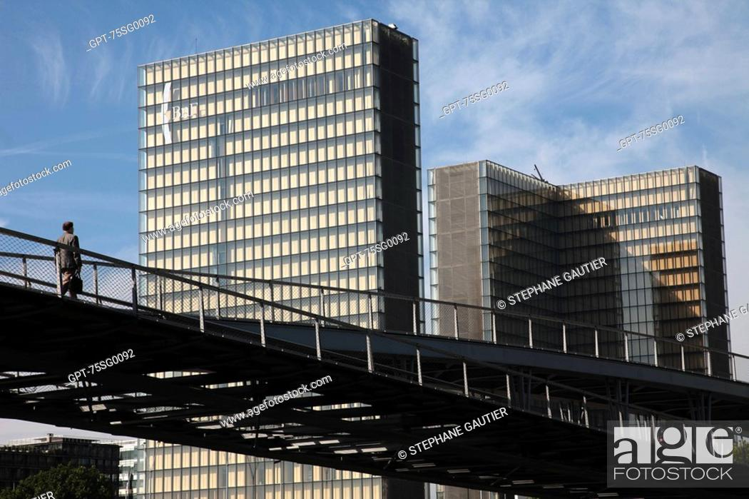 Stock Photo: PASSER-BY ON THE SIMONE DE BEAUVOIR FOOTBRIDGE, FRANCOIS MITTERRAND NATIONAL LIBRARY OF FRANCE.
