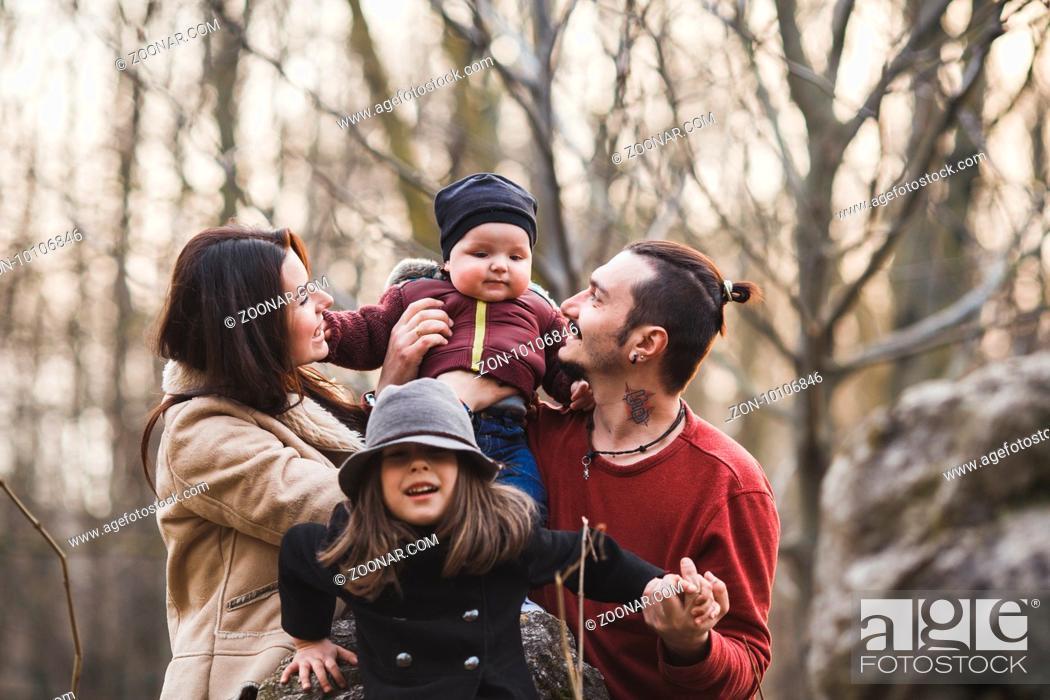 Imagen: happy family having fun in the autumn park.