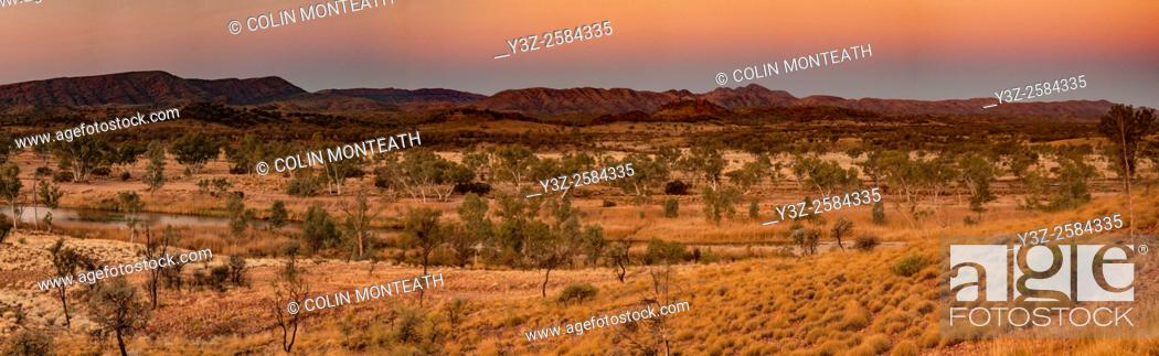 Imagen: MacDonnell ranges, evening light, near Glen Helen, Northern Territory.