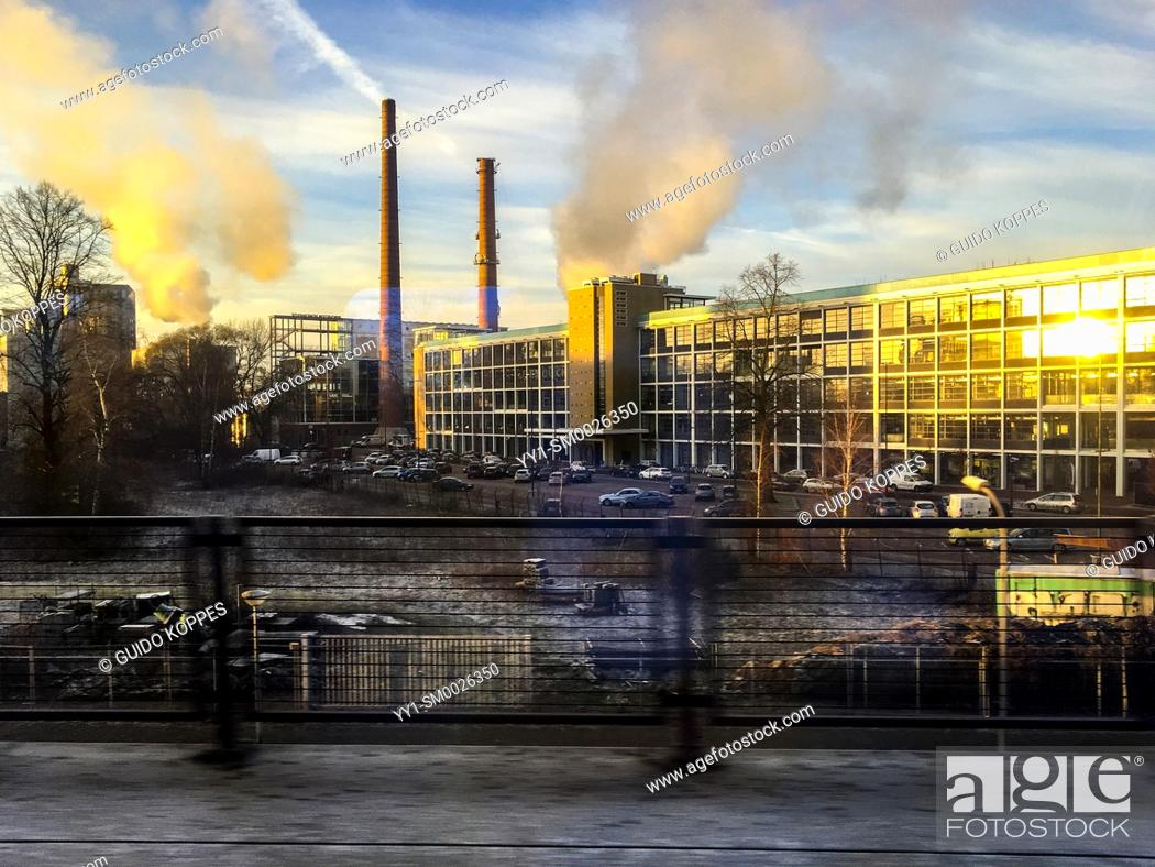 Imagen: Eindhoven, Netherlands. Former, abandoned Philips electronics factory at Eindhoven's Strijp S, now a area in which gentrification creates all kinds of new.