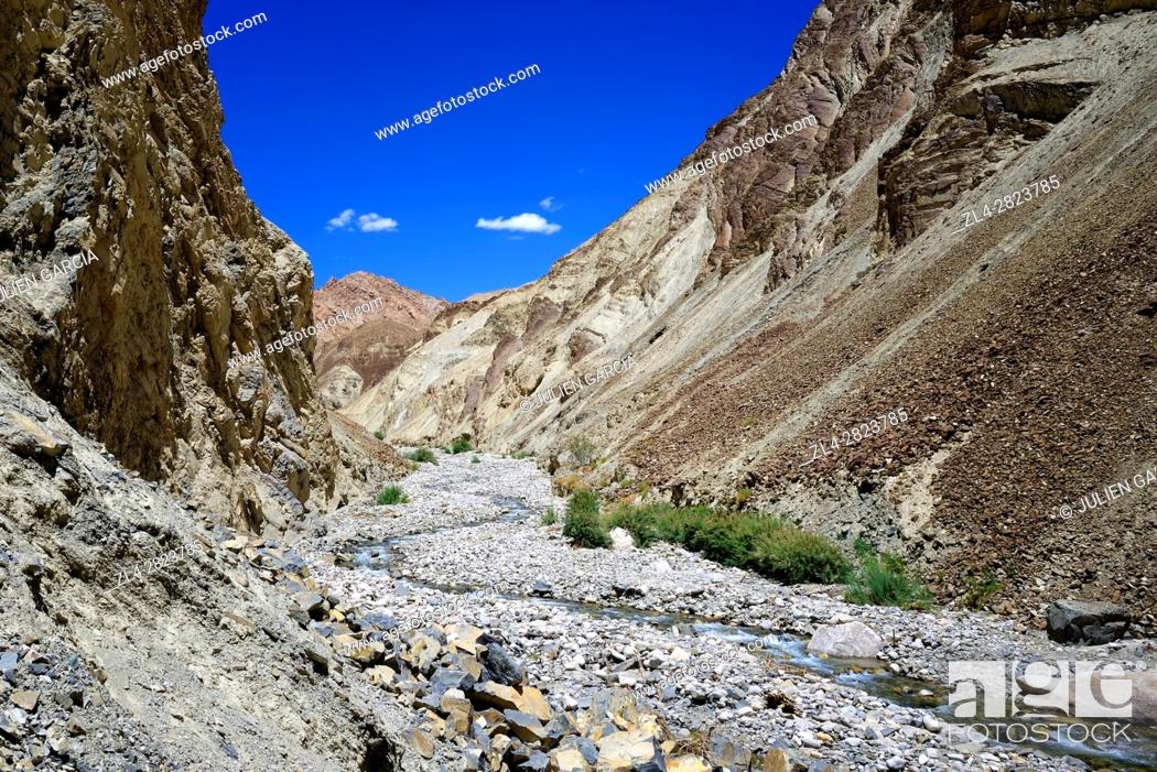 Stock Photo: India, Jammu and Kashmir State, Himalaya, Ladakh, Indus valley, Sham valley trek (baby trek), valley between Rizong and Yangthang village.
