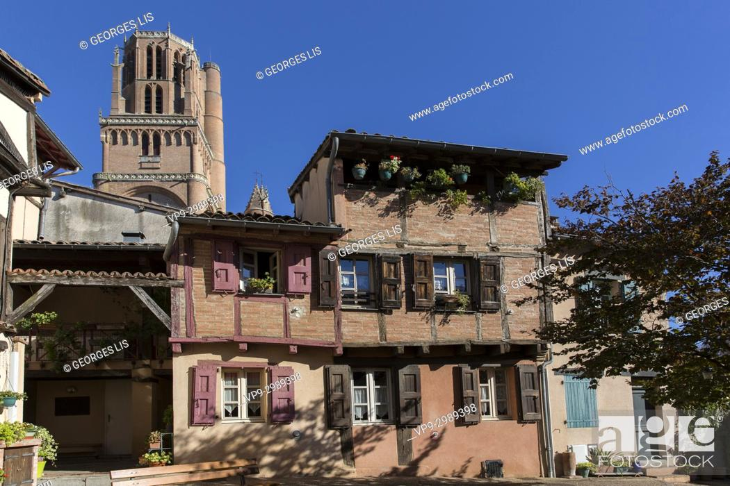 Imagen: Old half timbering houses and cathedral tower; Savene square; Albi.
