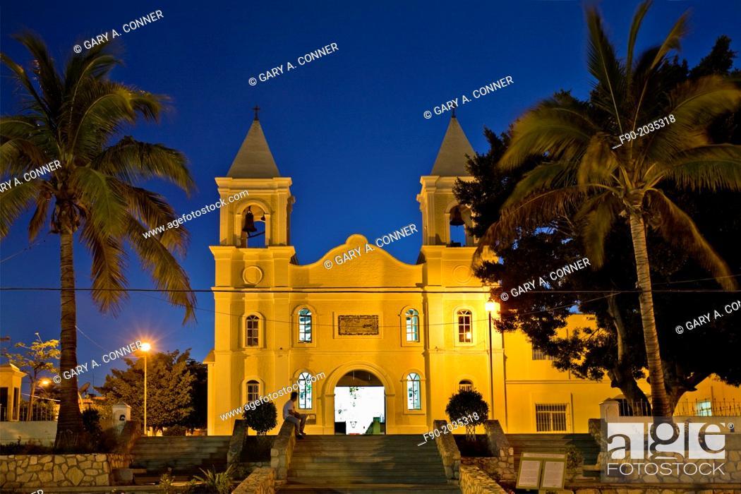 Imagen: Mission San Jose in the evening, San Jose del Cabo, Mexico.