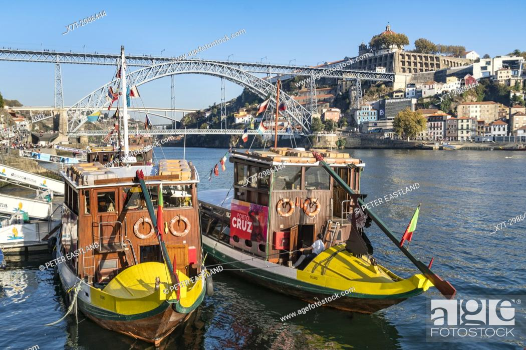 Imagen: traditional Rabelo boats for Port wine now used for cruises. On the River Douro waterfront in the Ribeira district of Porto, Portugal.