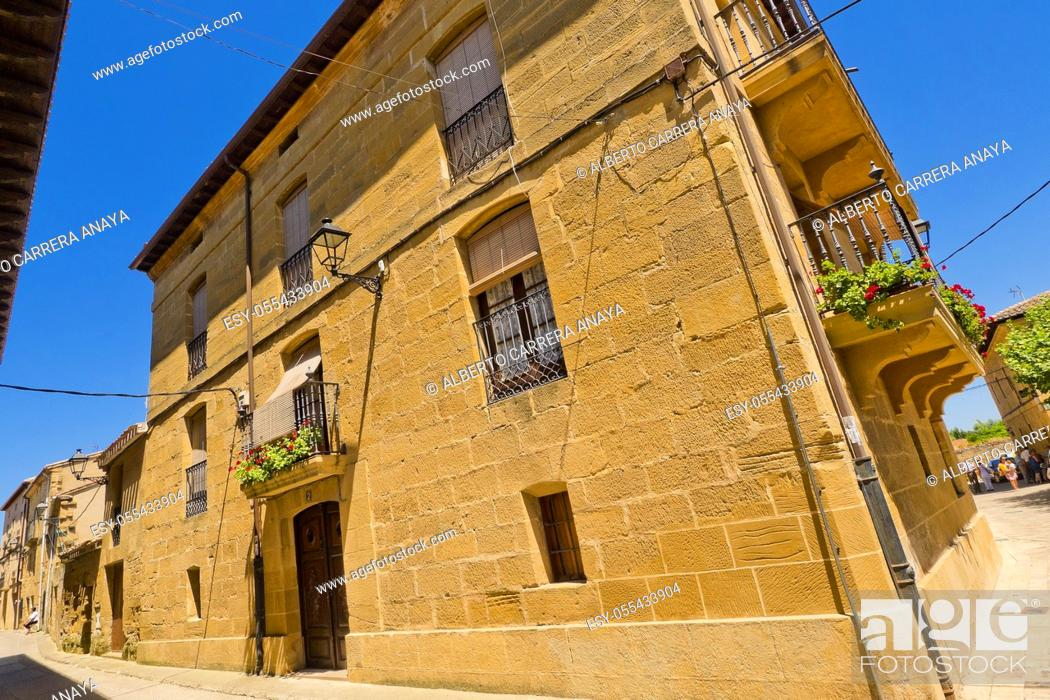 Imagen: Typical Architecture, Street Scene, Cuzcurrita del Río Tirón, La Rioja, Spain, Europe.