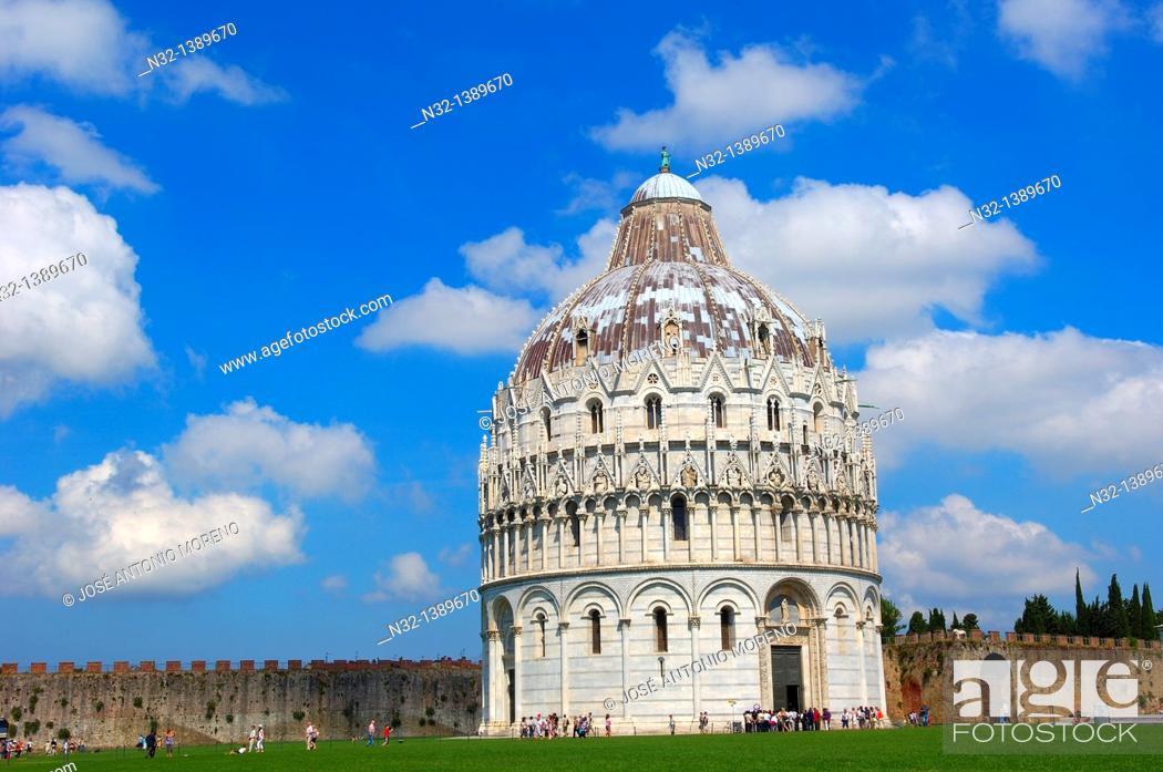 Stock Photo: Pisa, Baptistery, Piazza del Duomo, Cathedral Square, Campo dei Miracoli, UNESCO world heritage site, Tuscany, Italy.