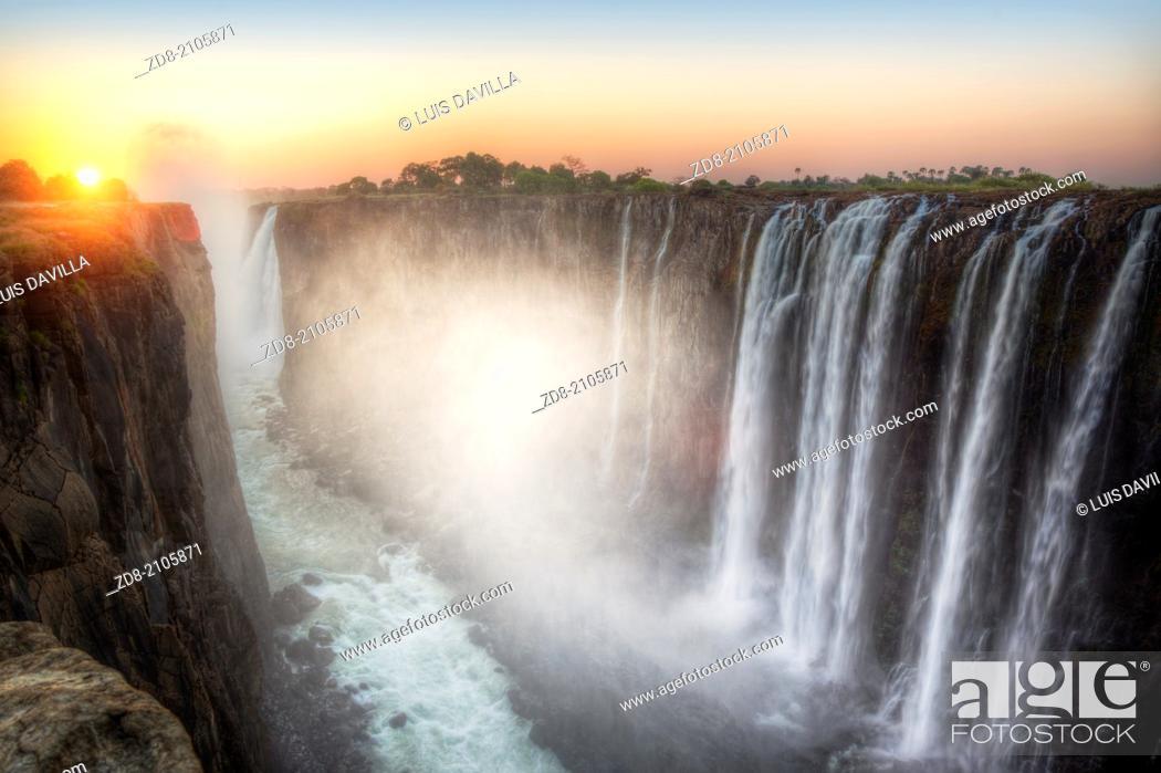 Photo de stock: victoria falls in zambia side.