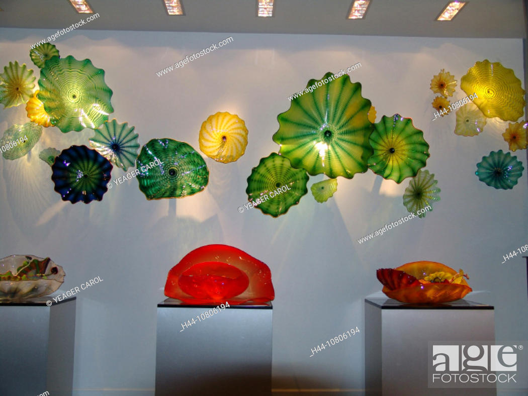 Imagen: art, colored glass, Exhibit, gallery, glass, glassware, different, colors, modern, museum, mussels, skill.