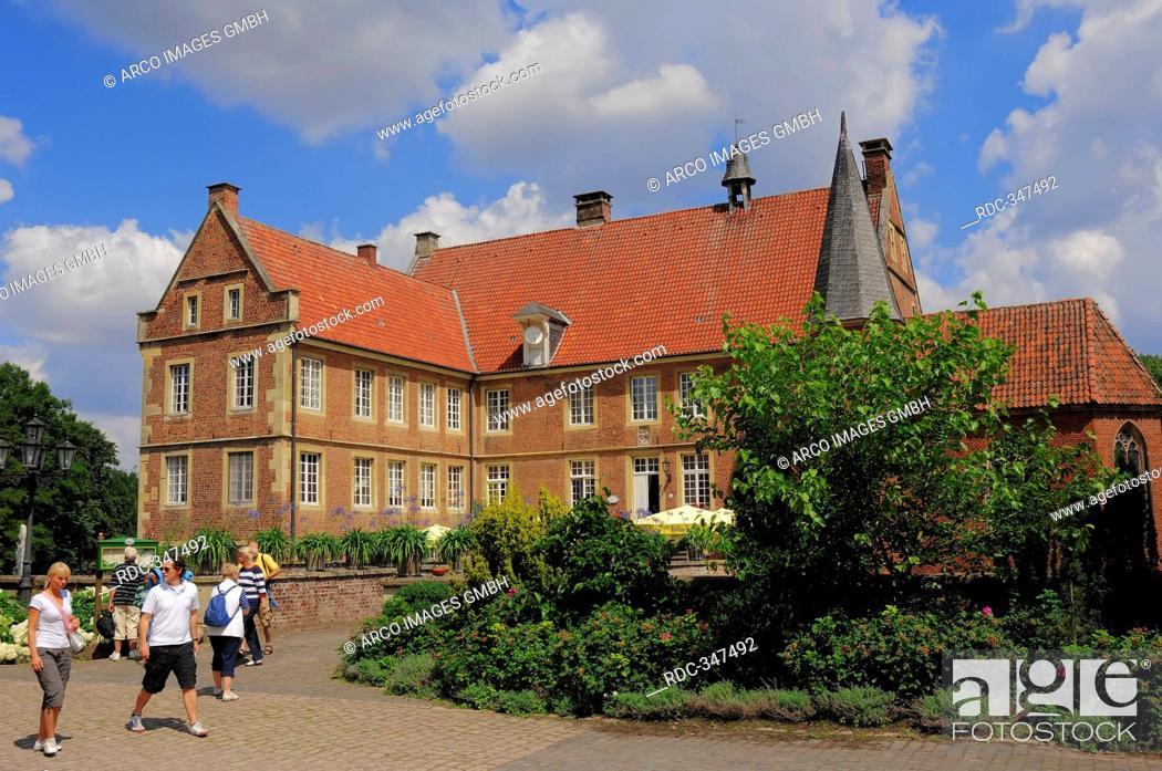 Stock Photo: Castle Hulshoff, house of birth of Annette von Droste-Hulshoff, Havixbeck, Munsterland, North Rhine-Westphalia, Germany / Burg Hülshoff.