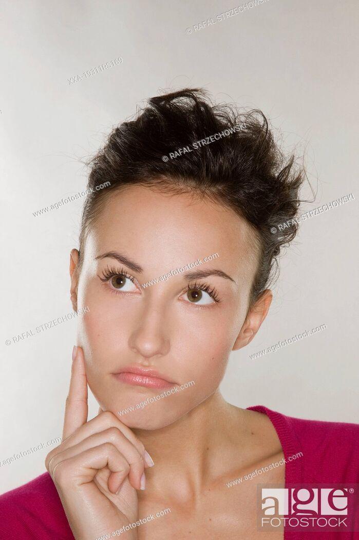 Imagen: Uncertain young woman.