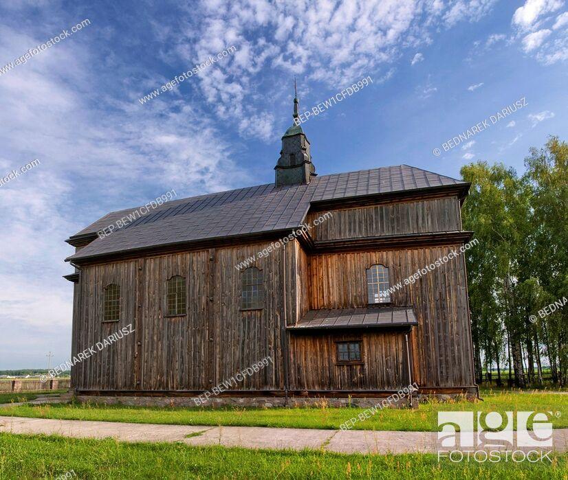 Imagen: Wooden baroque church of the Nativity of the Virgin in village Cibory - Kolaczki, Podlaskie voivodeship, Poland.