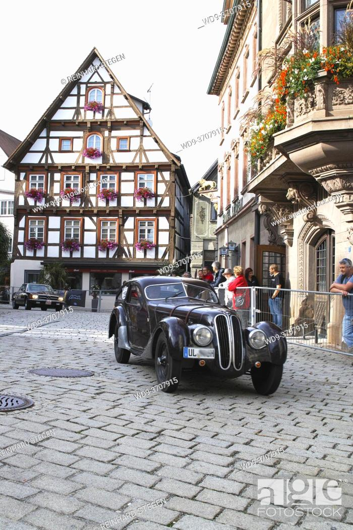 Imagen: Parade of veteran cars on cobblestone street in city of Messkirch. BMW 328.