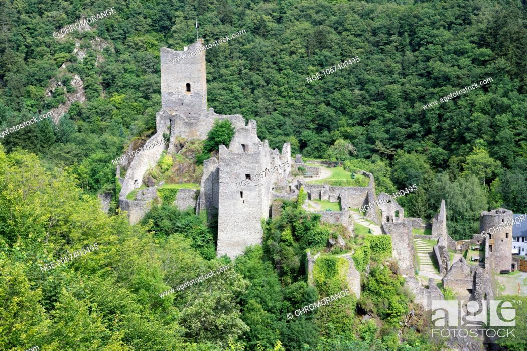 Imagen: Ruins of the castle Niederburg, Manderscheid, Eifel, district Bernkastel Wittlich, Rhineland Palatinate, Germany, Europe.