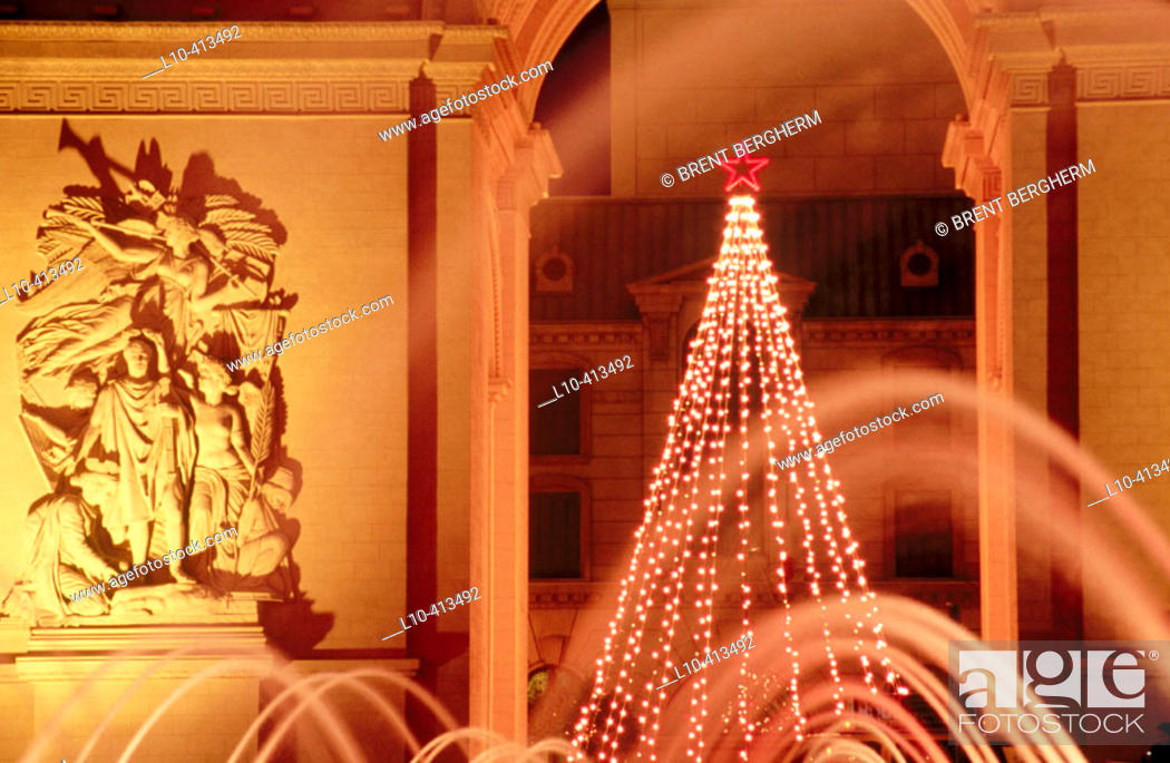 Stock Photo: Arc de Triomphe replica and Christmas tree at Paris Hotel and Casino, fountains at fore. Las Vegas. Nevada, USA.