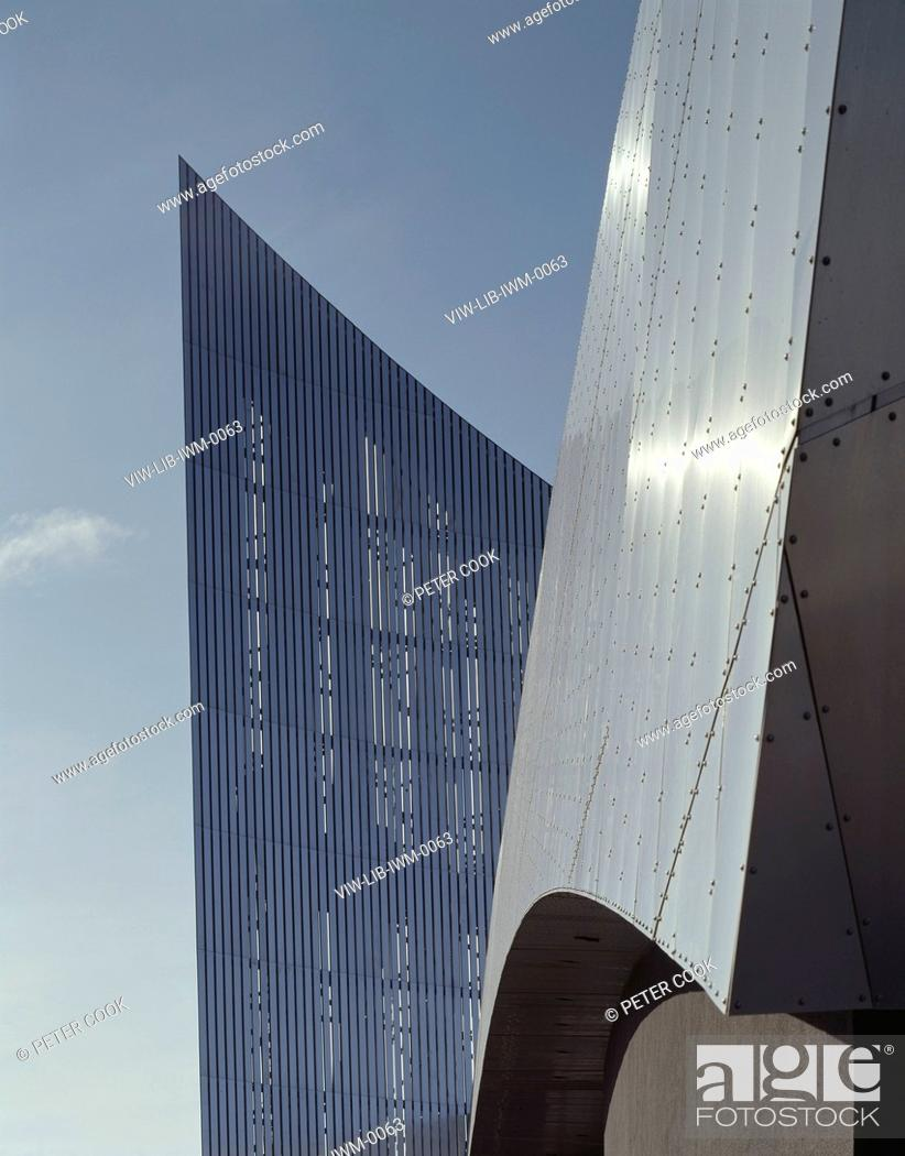 Photo de stock: IMPERIAL WAR MUSEUM NORTH, MANCHESTER, UNITED KINGDOM, Architect DANIEL LIBESKIND, 2002.