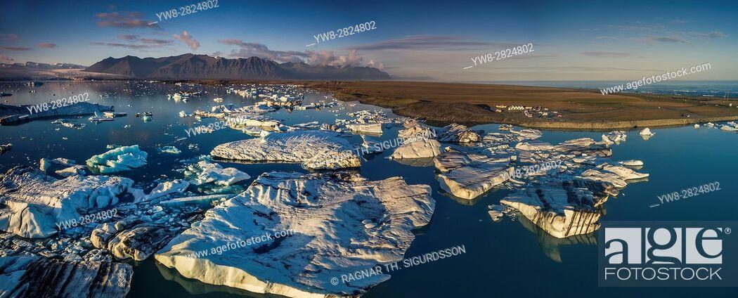 Stock Photo: Icebergs at the Jokulsarlon Glacial Lagoon, Iceland.