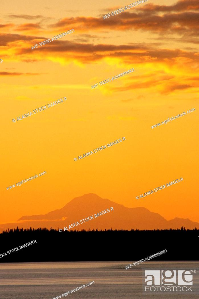 Imagen: Mt Mckinley at Sunset as Seen From Anchorage SC Alaska.