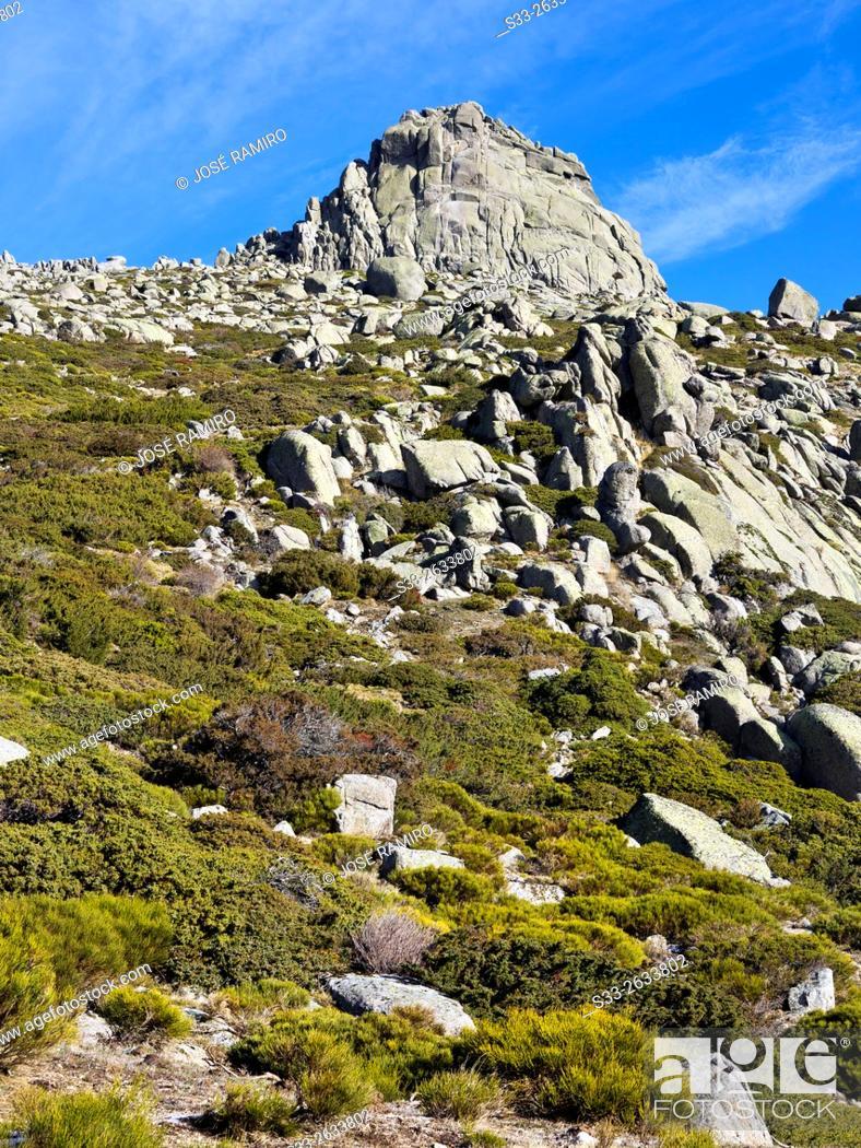 Photo de stock: Round cliff in the Sierra de la Paramera. Navandrinal. Avila. Castilla Leon. Spain. Europe.